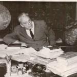 Академік М.П. Барабашов у  робочому кабінеті. 1964-1966 р. ф.Р-5875, оп.1, спр.635, арк.4