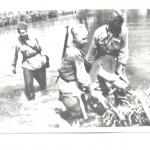 Кулеметний розрахунок форсує річку Сіверський Донець в районі м. Вовчанськ Харківської області. 1943 р. 0-17907