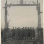 Група радянських офіцерів під час відбудови залізничного мосту. Чехословакія. Фотознімок. 1944 року. ф. Р-6160, оп 1, спр.13, арк.1.